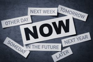 2016-07-12-1468339936-7748616-procrastinationnowvslater