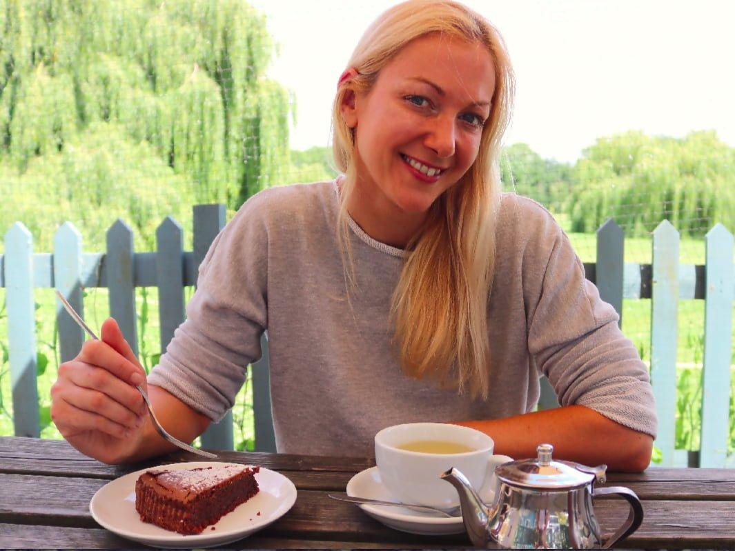 Julia Buckley eating cake